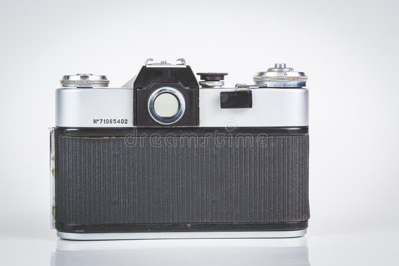 Retro camera die op wit wordt geïsoleerde royalty-vrije stock foto's