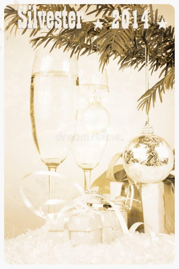 Retro cartolina - due vetri del champagne, regalo, natale, albero con la palla fotografia stock