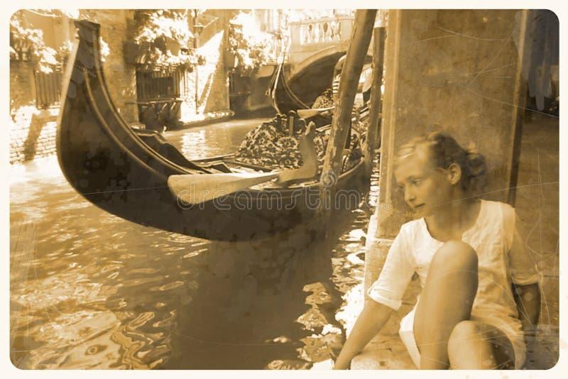 Retro cartolina - ragazza di sogno a Venezia immagini stock