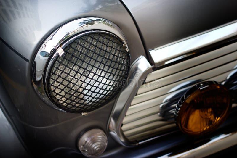 Retro classico di progettazione della luce d'annata della testa dell'automobile, della morbidezza e del concetto della sfuocatura fotografie stock