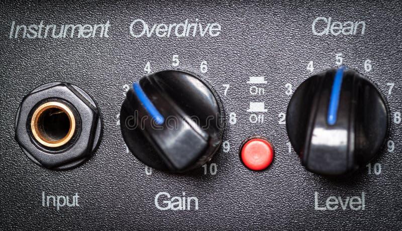 Retro controlebord van de gitaarversterker. stock afbeelding