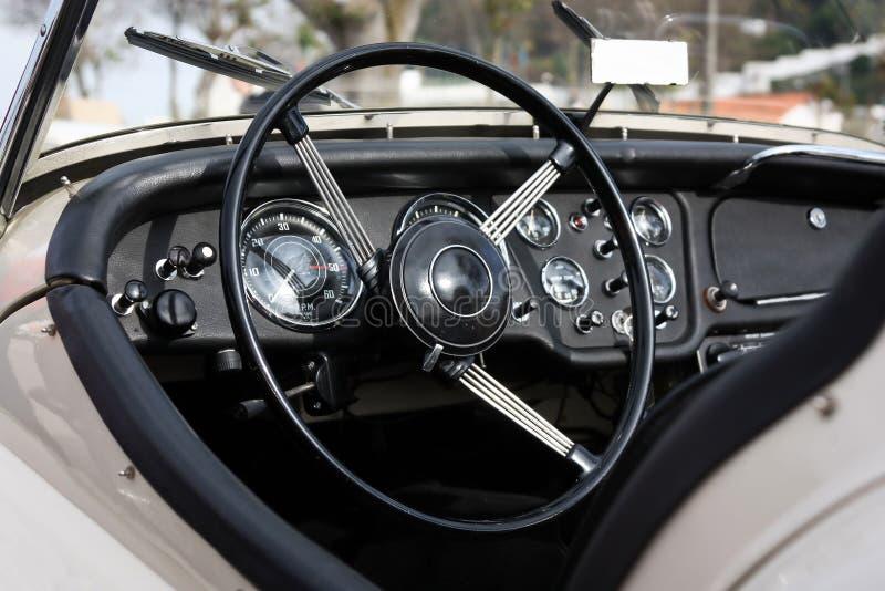Retro cruscotto classico designato dell'automobile fotografie stock libere da diritti