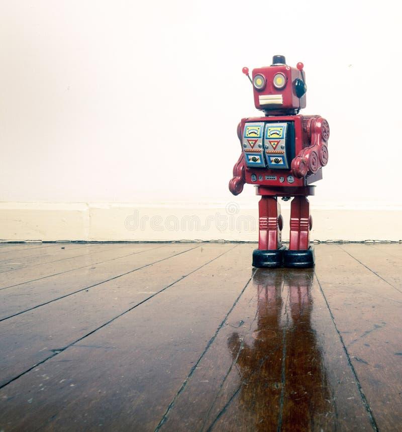 Retro czerwoni robotów stans samotnie zdjęcie royalty free