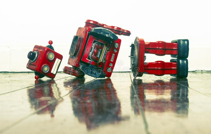 Retro czerwony robot smutny i łamany obrazy royalty free