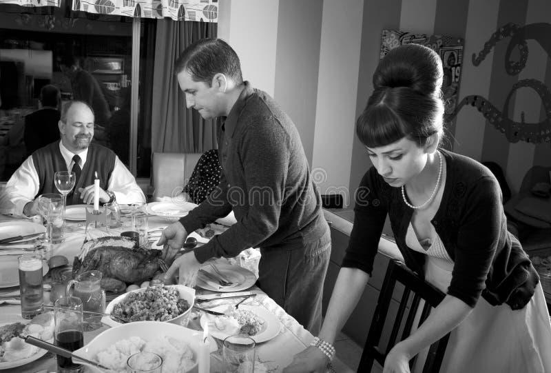 Retro- die Familien-Danksagungs-Abendessen-Türkei-Schnitzen stockfoto