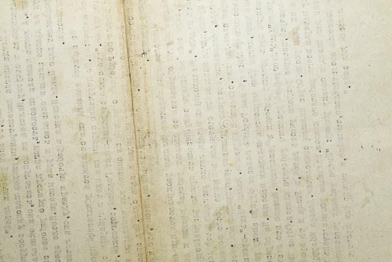 Retro documento macchiato con testo digitato immagini stock
