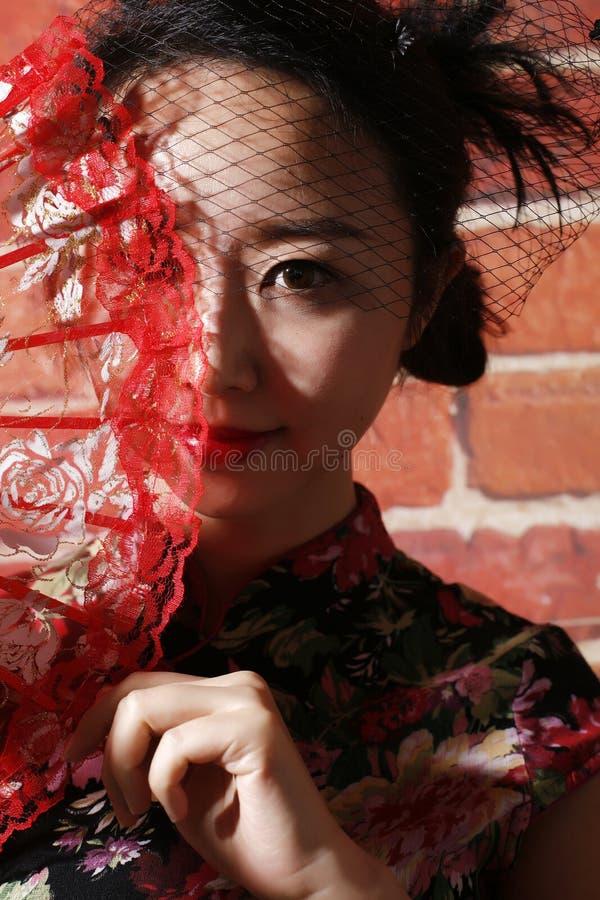 Retro donna del cheongsam di stile fotografia stock libera da diritti