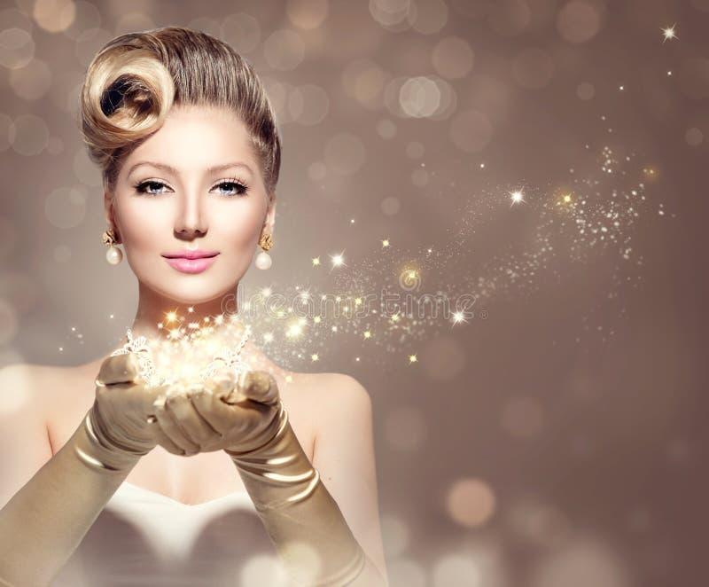 Retro donna di festa con le stelle magiche immagini stock