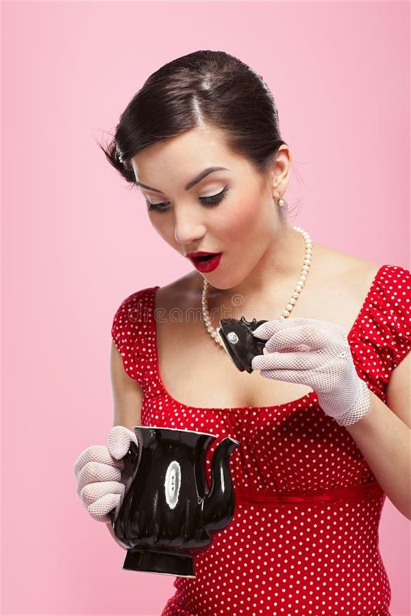 retro dziewczyny teapot fotografia royalty free
