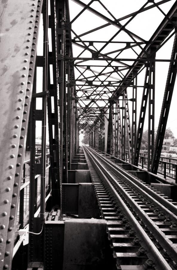 Retro- Eisenbahnbrücke lizenzfreies stockbild
