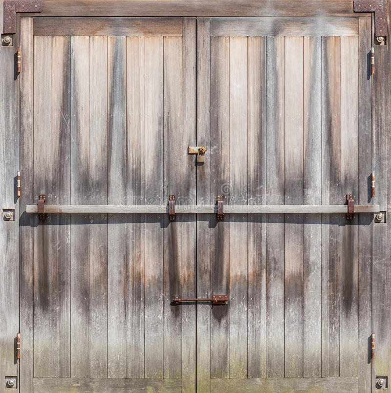 Free Retro Entrance Door With Rustic Locked Bolt. Royalty Free Stock Photography - 74592747