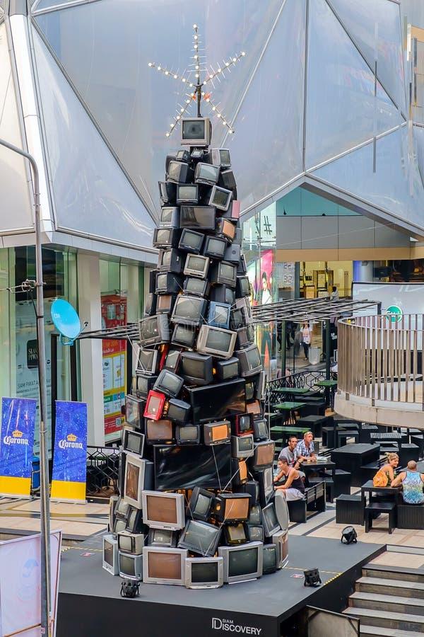 Retro- Fernsehverfassender Weihnachtsbaum stockfotos