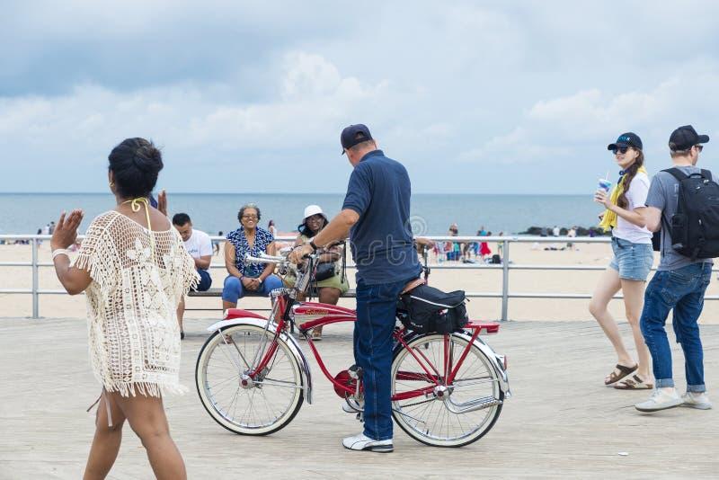 Retro fiets in Coney Island-Strand in de Stad van New York, de V.S. stock afbeelding