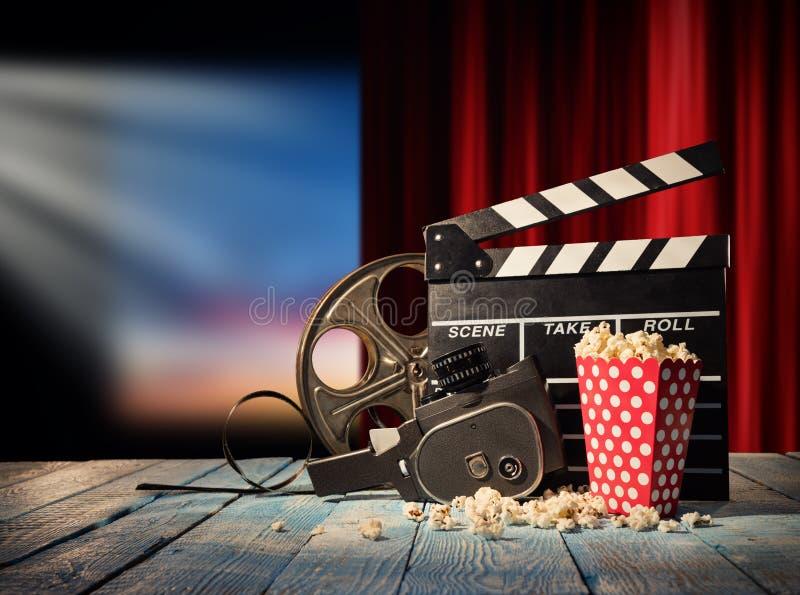 Retro- Filmproduktions-Zubehörstillleben lizenzfreie stockfotografie