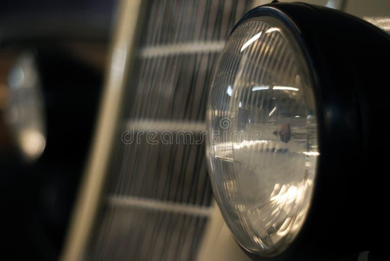 Retro fine dell'automobile del faro su immagini stock