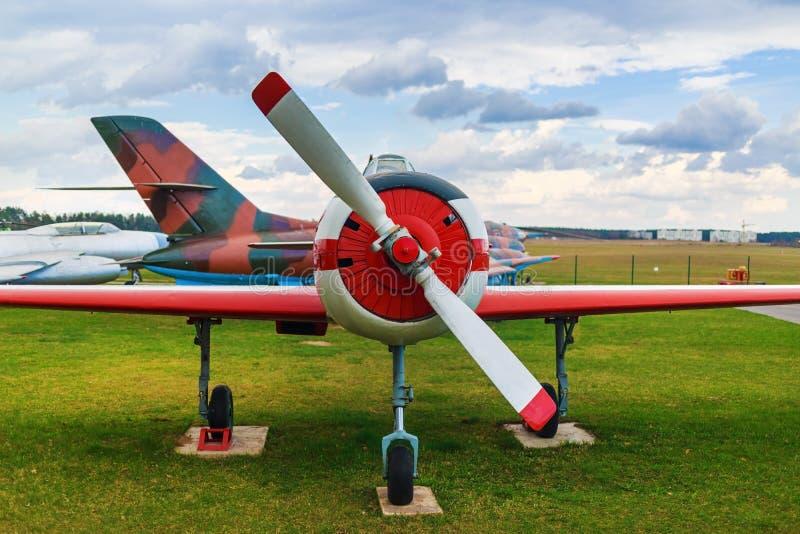 Retro- Flugzeug lizenzfreie stockfotos