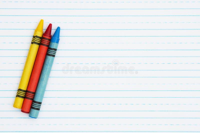 Retro fodrat papper med tre färgpennor arkivbild