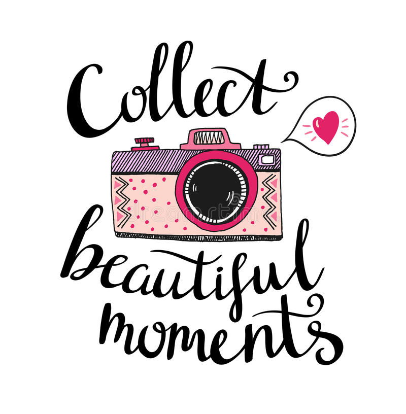 Retro fotocamera met het modieuze van letters voorzien - verzamel mooie ogenblikken Vector hand getrokken illustratie stock illustratie