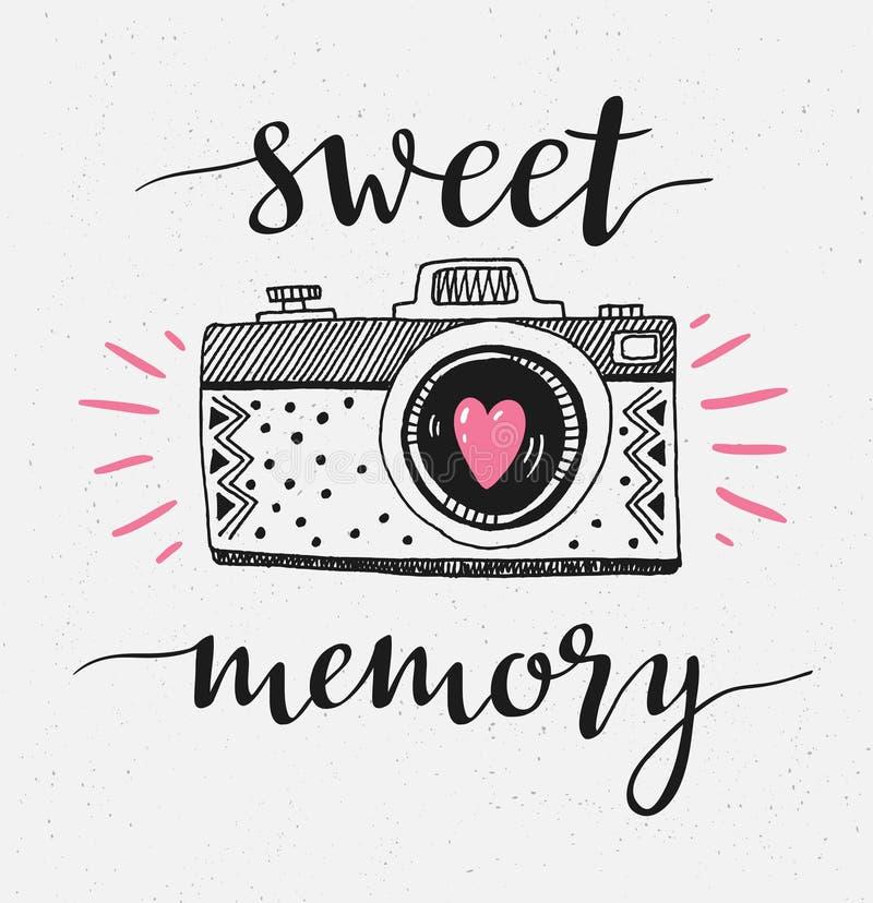 Retro fotocamera met het modieuze van letters voorzien - Zoet geheugen Vector hand getrokken illustratie royalty-vrije illustratie