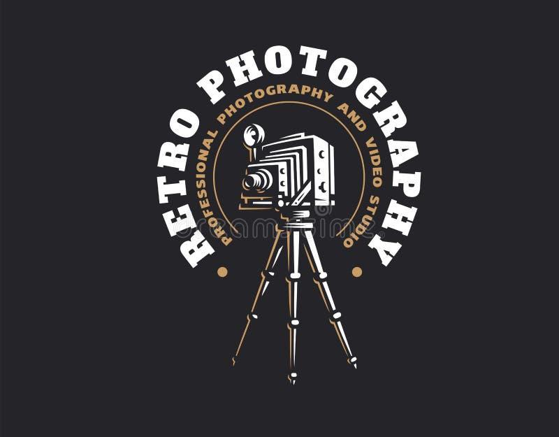 Retro fotografii kamery logo - wektorowa ilustracja dodatkowy adobe emblemata eps formata ilustrator zawiera rocznika royalty ilustracja