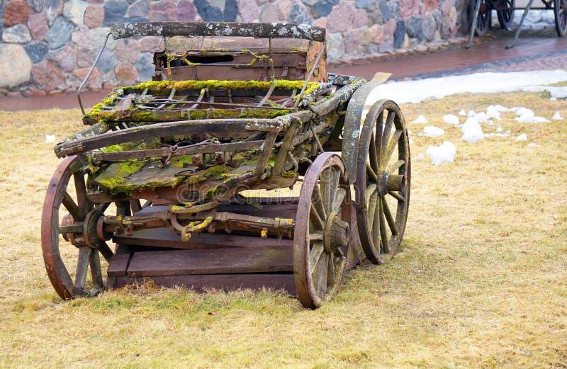 Retro fury pozycja na gazonie Dray w trawie stary obrazy royalty free