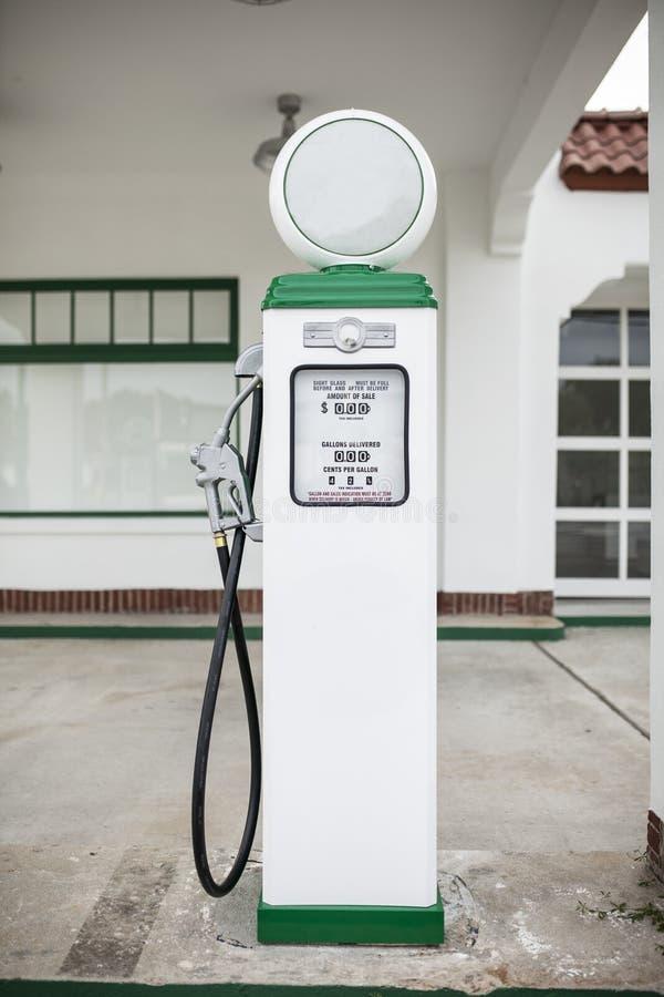 Retro- Gas-Pumpe stockfotos