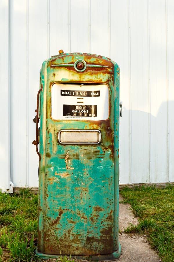 Retro- Gas-Pumpe stockfoto