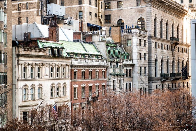Retro gebouwen van de stijl Oude architectuur in de Stad Uit het stadscentrum Manhattan van New York stock foto's