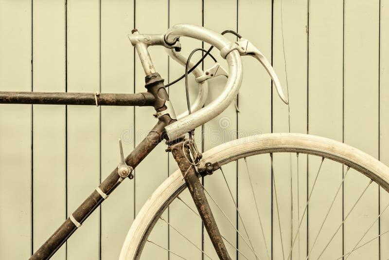 Retro gestileerd beeld van een het rennen fiets stock foto's
