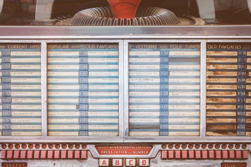 Retro gestileerd beeld van een oude juke-box stock afbeeldingen