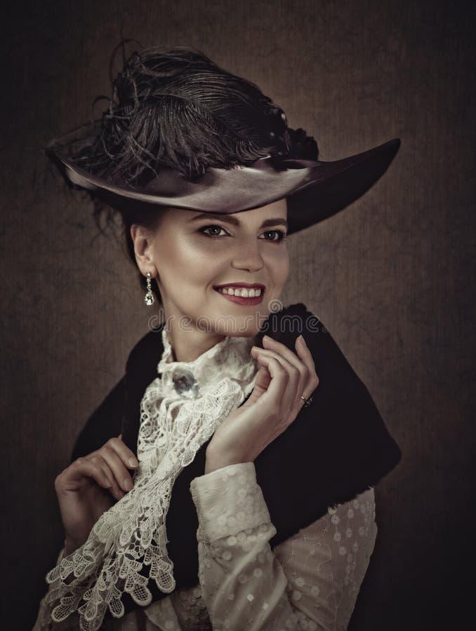Retro gestileerde schoonheid Vrouwelijk portret stock fotografie