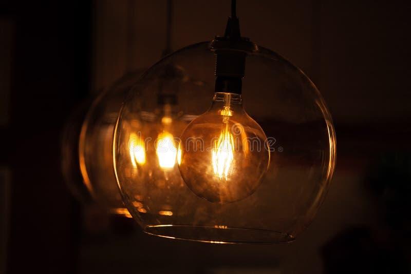 Retro gloeilampen in glaslampen stock fotografie