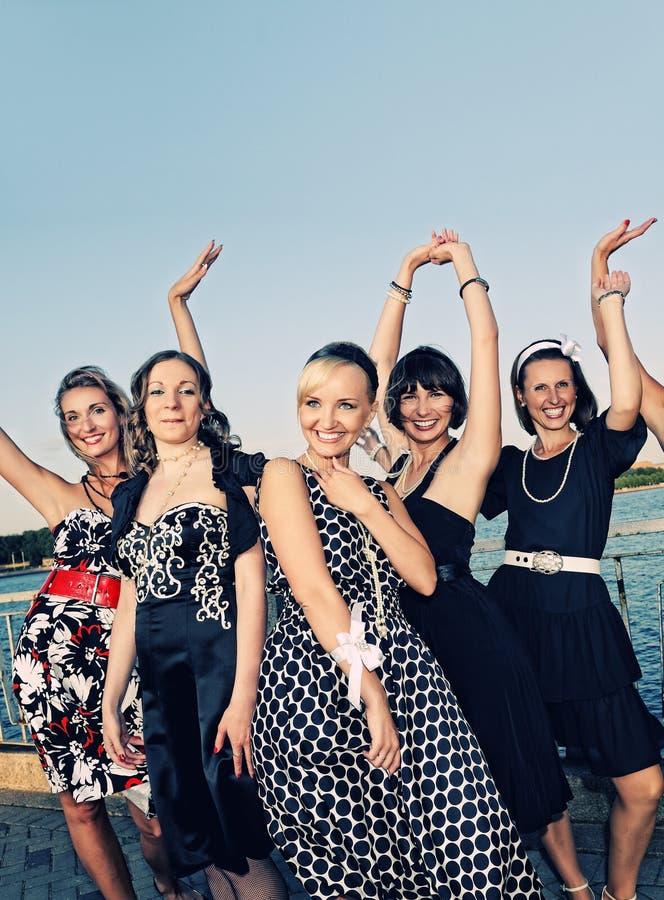 Retro- Gruppenportrait der Frauen stockfotografie