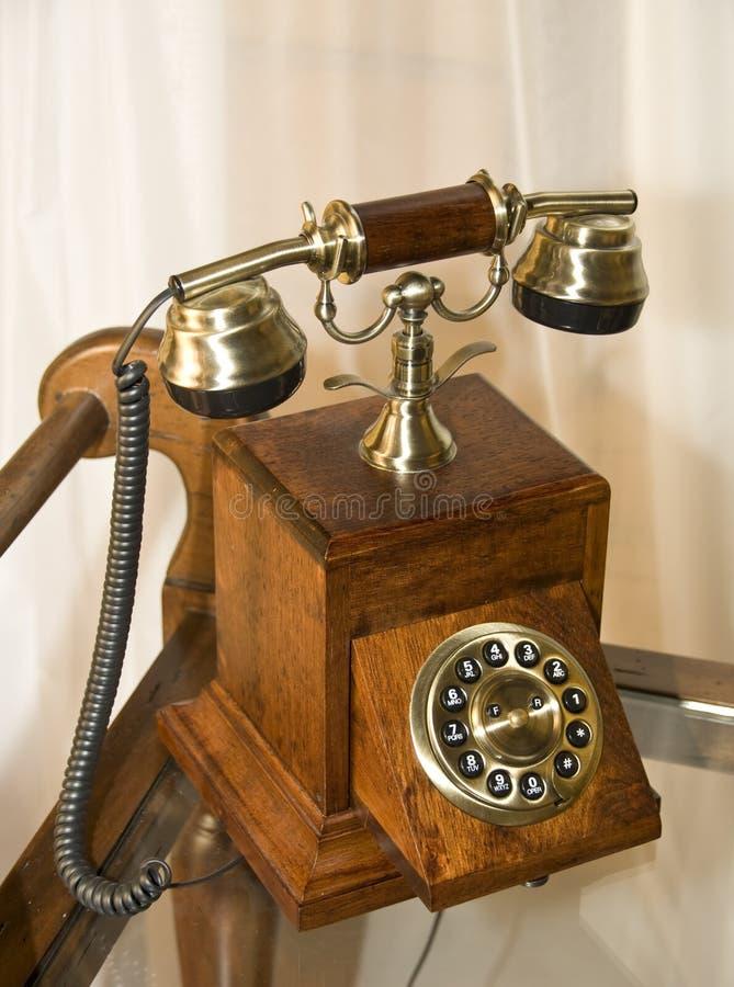 Retro- hölzernes Telefon lizenzfreie stockbilder