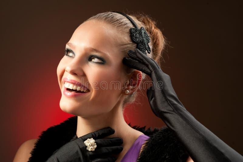 Retro- Hollywood-Artportrait eines schönen Mädchens lizenzfreies stockbild