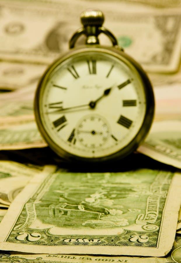 Retro horloges op $contant geld royalty-vrije stock afbeeldingen
