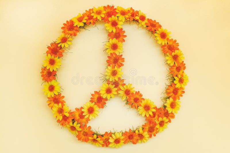 Retro immagine disegnata di un segno di pace di flower power di anni settanta fotografia stock