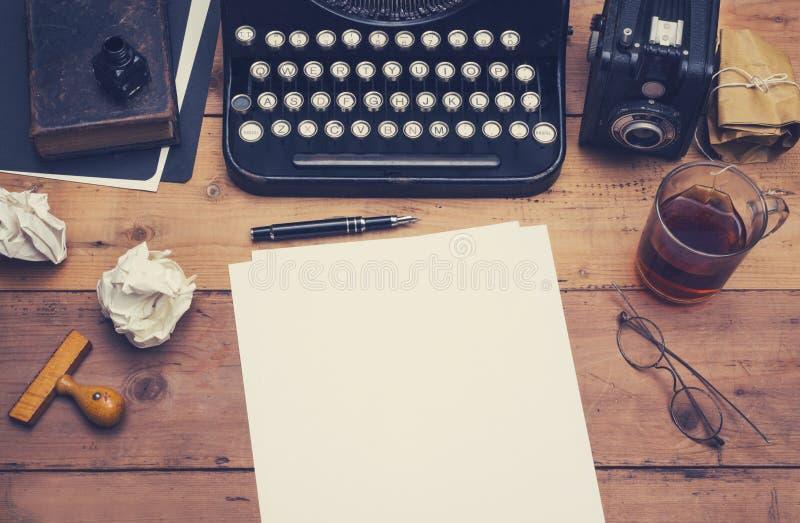 Retro intestazione dell'eroe della macchina da scrivere fotografia stock libera da diritti