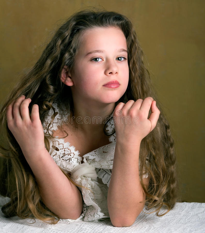 Retro- junges Mädchen lizenzfreie stockbilder
