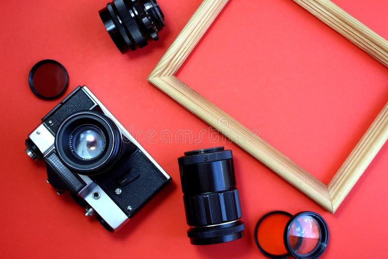 Retro Kamera Alte Filmkamera mit Linsen und Fotorahmen stockbilder