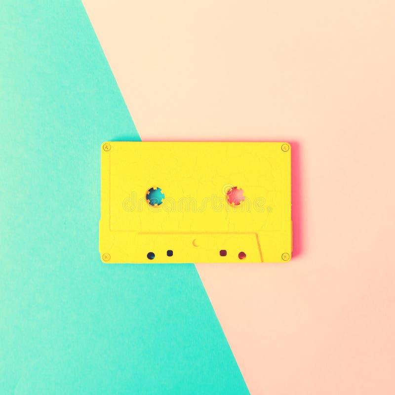 Retro- Kassetten auf hellem Hintergrund stockbild