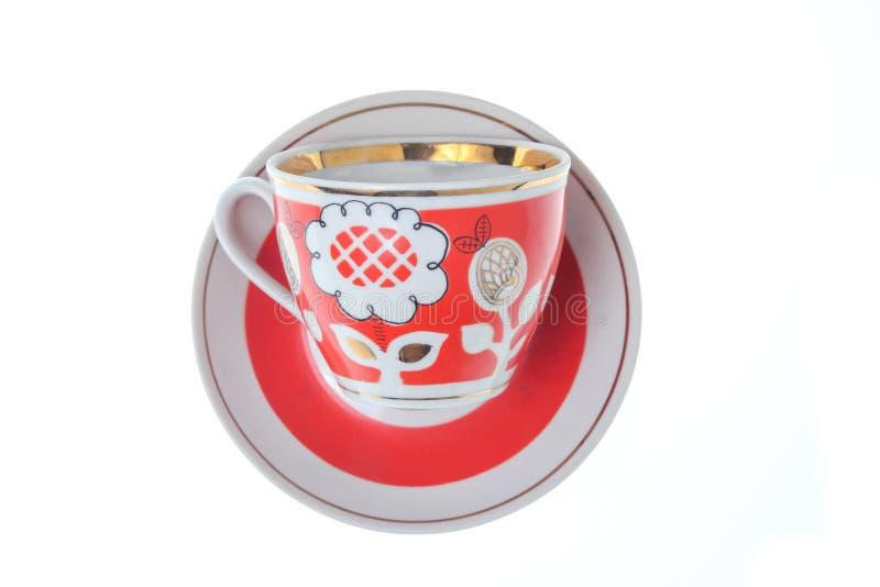 Retro keramisk kopp på tefatet arkivbilder