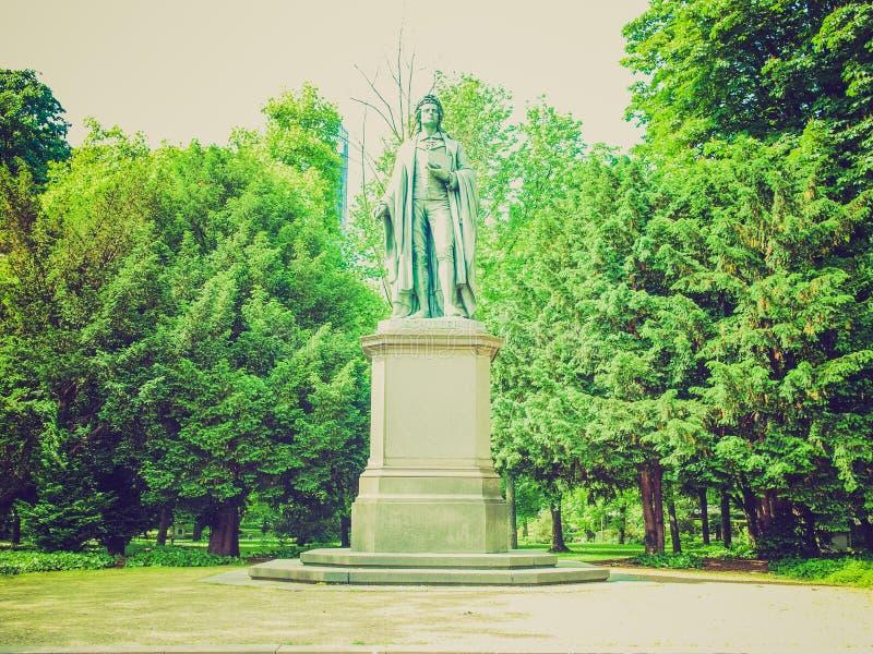 Retro kijk Schiller-standbeeld in Frankfurt royalty-vrije stock foto