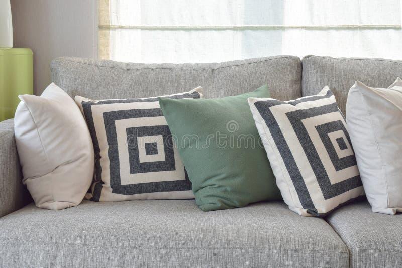 wohnzimmer kissen ecksofa gnstig fr wohnzimmer shabby chic stil aus gnstige ecksofas dass. Black Bedroom Furniture Sets. Home Design Ideas