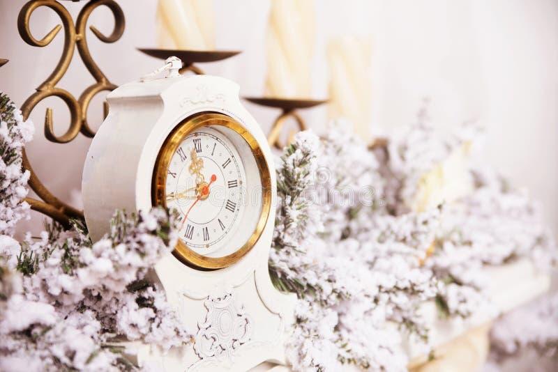 Retro klok en decor stock afbeeldingen