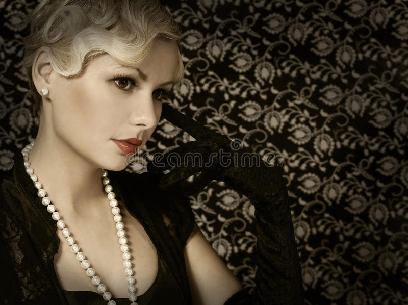 Retro kobieta. Portret mody Piękna blondynka. Rocznik zdjęcia stock