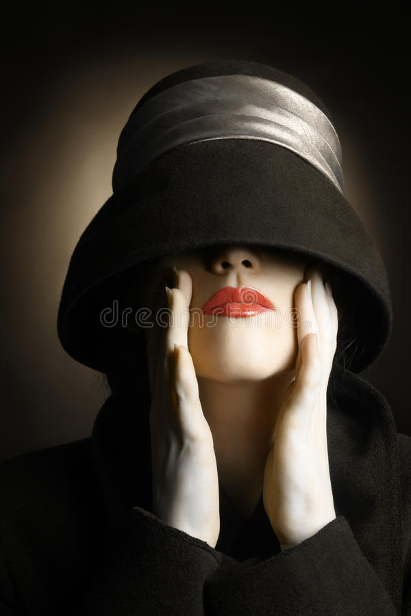Retro kobieta w kapeluszowym roczniku fotografia royalty free
