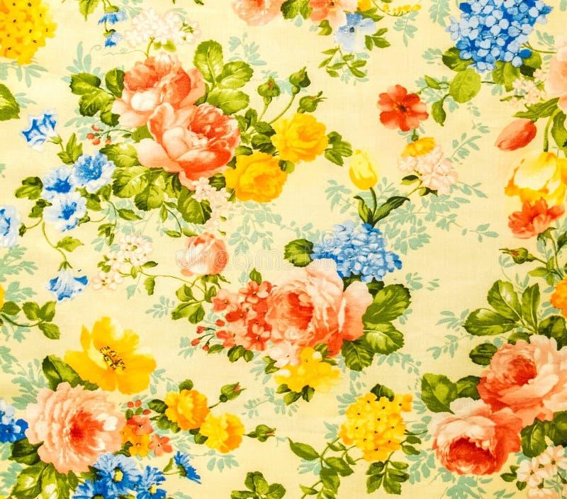 Retro Koronkowy Kwiecisty Bezszwowy wzór Na Żółtym brzmienie rocznika stylu tkaniny tle zdjęcia stock