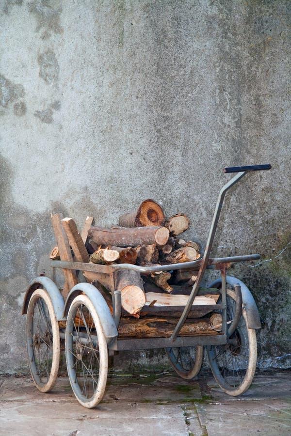 Retro kruiwagen royalty-vrije stock fotografie
