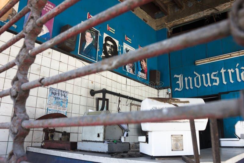 Retro kubański zakazujący sklep z plakatami politycy Śródmieście fotografia stock